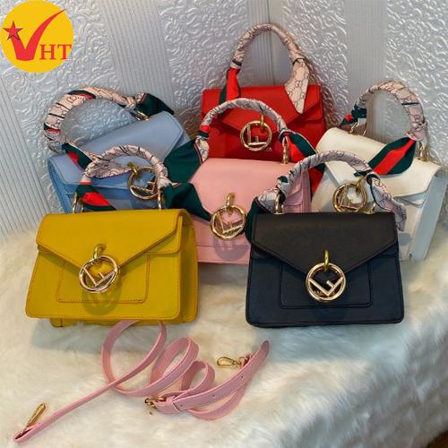 Túi xách thời trang nắp nhọn móc khuyên F